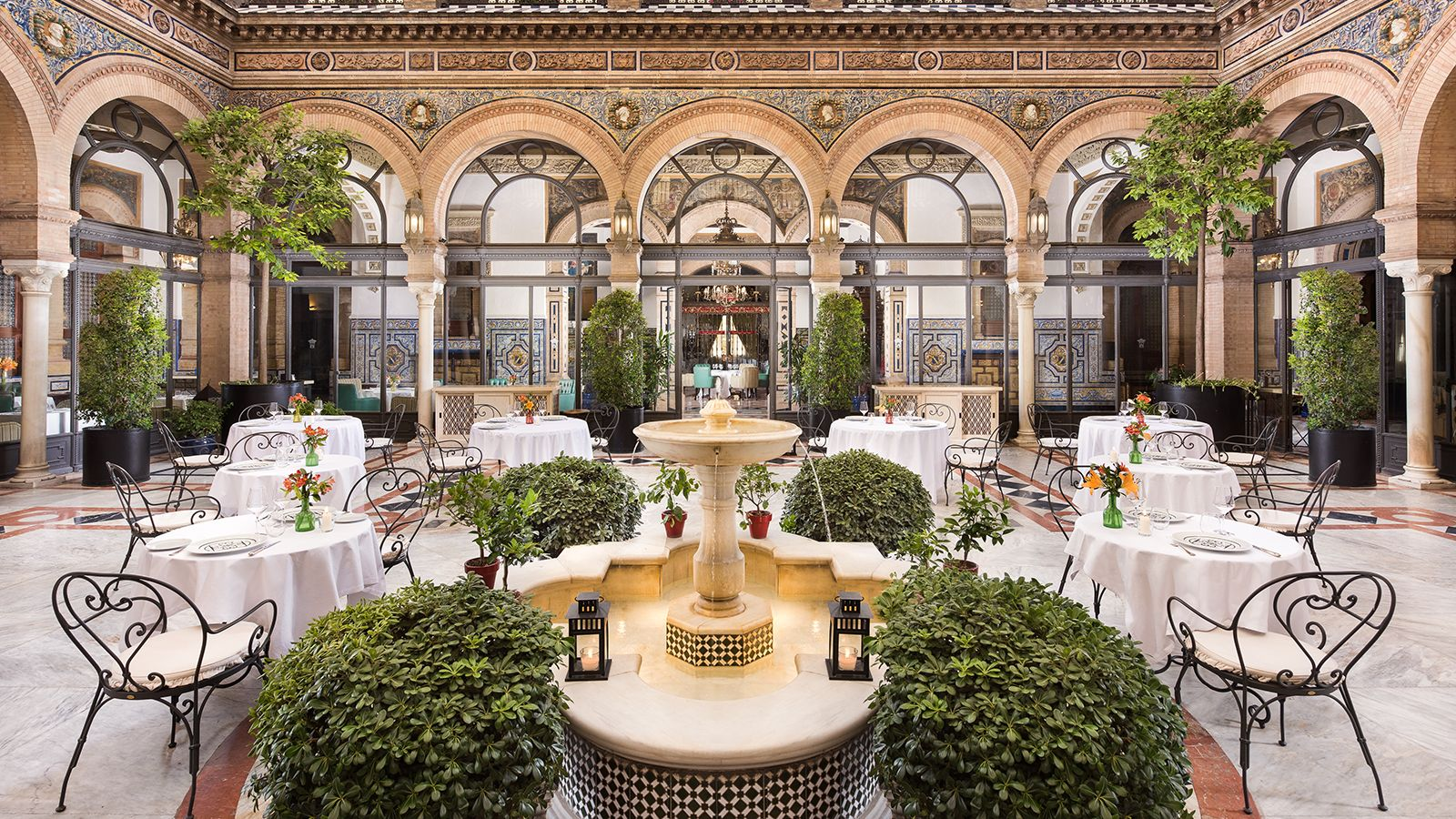 Restaurant San Fernando lies around the colonaded Andalusian patio.